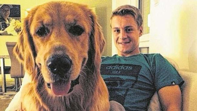 Kroos in compagnia del suo cane Barney. Foto: Bild.de