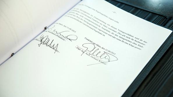 contratto documento firme