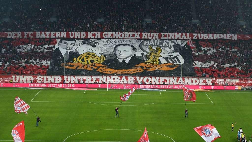 Coreografia dei sostenitori bavaresi all'Allianz Arena