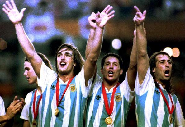 Batistuta, Simeone e Rodriguez festeggiano la Copa América '93