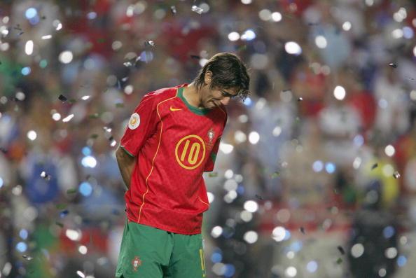 Rui Costa in lacrime dopo la finale 2004