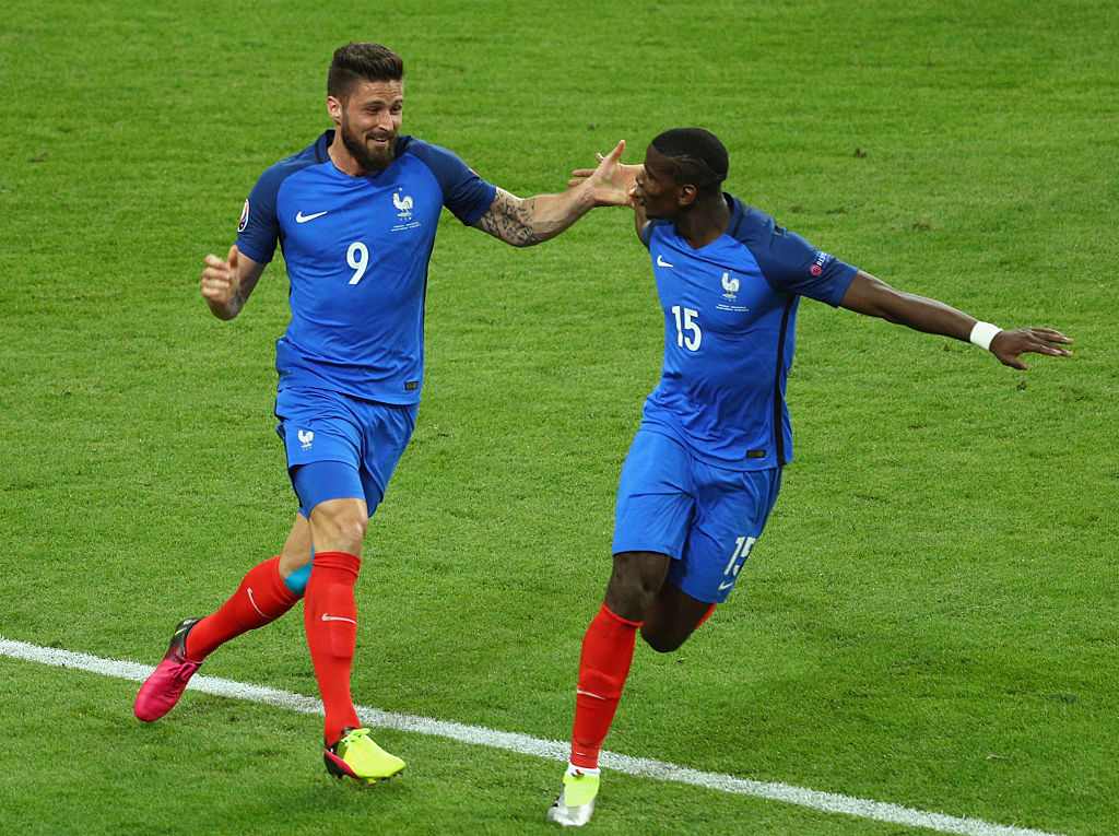 PARIS, FRANCE - JUNE 10:  Olivier Giroud (L) of France celebrates scoring his team's first goal with his team mate Paul Pogba (R) during the UEFA Euro 2016 Group A match between France and Romania at Stade de France on June 10, 2016 in Paris, France.  (Photo by Paul Gilham/Getty Images)