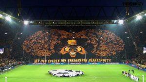 la spettacolare curva del Borussia Dortmund
